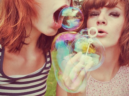 friends,happy,photography,bubbles,girl,vintage,girls-1c99a4f122f265426cd780b2bfa40cc3_h